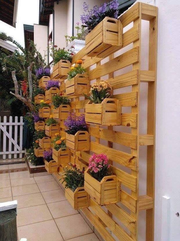 decorer-le-jardin-avec-des-cagettes-en-bois-1