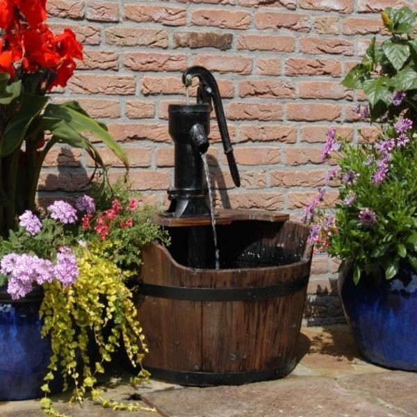 15 id es fantastiques avec fontaines de jardin en bois - Comment creer une fontaine de jardin ...