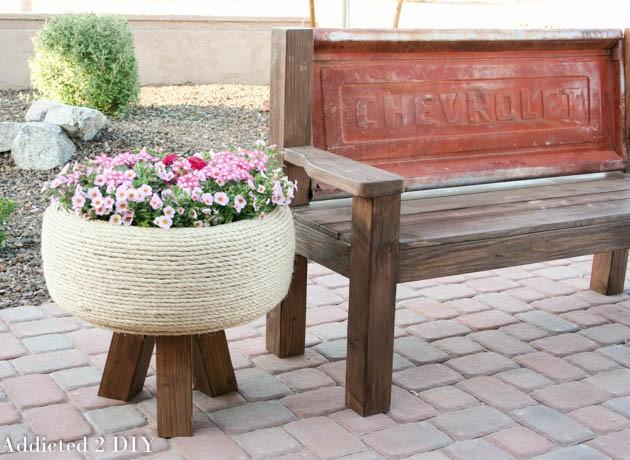 planteurs-fleurs-avec-vieux-pneus